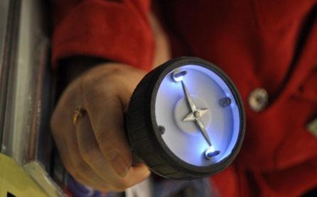 Шокер харьковского производства отгоняет бродячих собак и работает как фонарик